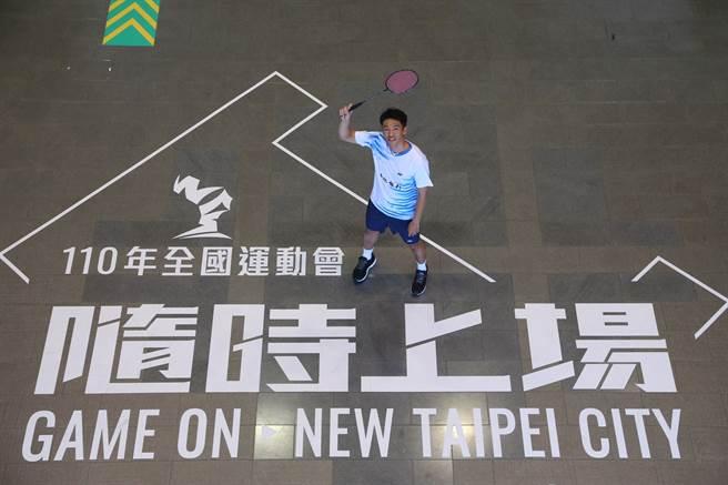 全運會新北羽球代表選手呂佳彬同時也是土地銀行行員,努力扮演好角色,活出精彩人生。(新北市政府體育處提供)