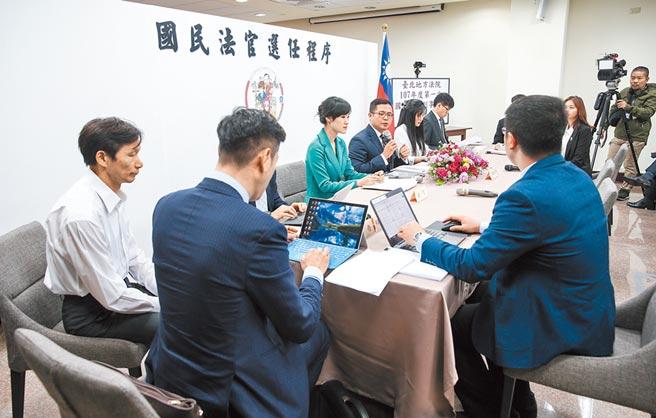 台北地方法院舉辦「國民參與刑事審判模擬法庭」活動,進行國民法官選任程序等流程。(中央社)