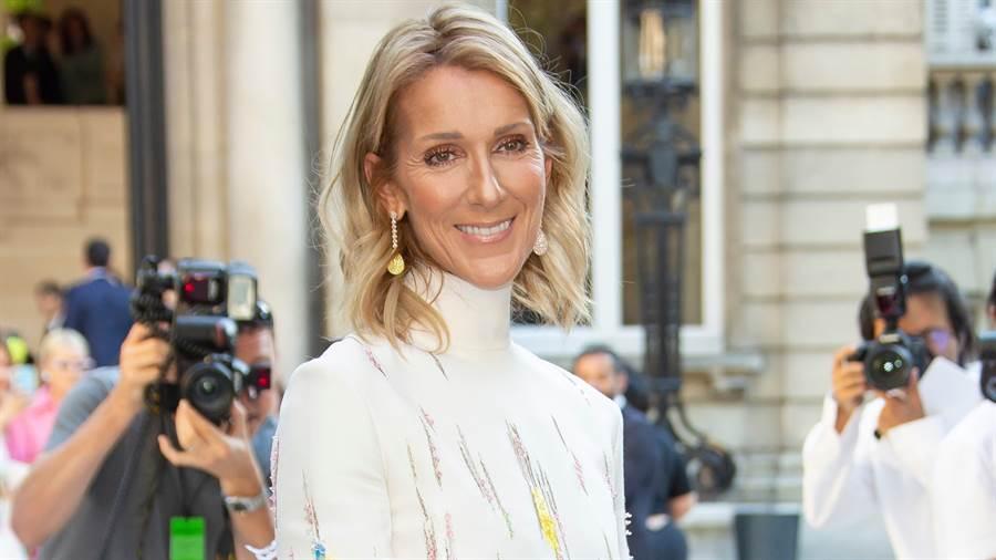 52歲席琳狄翁(Céline Dion)「黃金馬甲戰袍」超狂身材全都露(圖/達志影像)