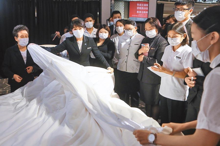 交通部因應疫情衝擊,對觀光業砸下約20多億元補助「人才培訓」,圖為台北晶華酒店自辦的「企業專班」。(本報資料照片)