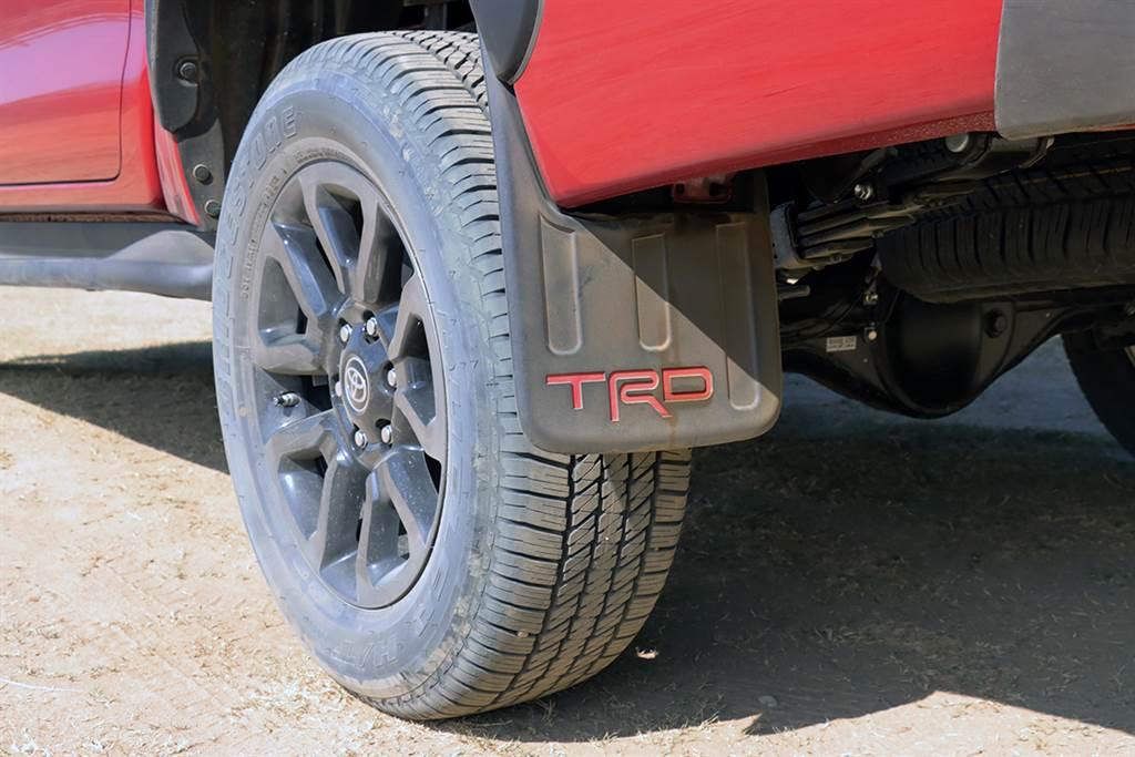 TRD擋泥板為選用配備。