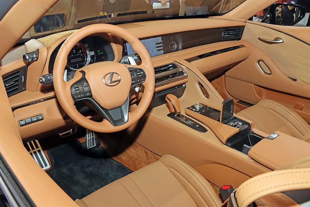 單一規格 588 萬、Limited Edition 620 萬,御風而行絕美敞篷 Lexus LC500 Convertible 正式發表