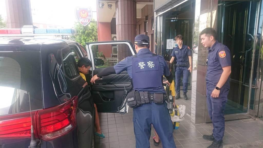 經過地毯式搜索,龍潭警順利找到失蹤的2名男童並助其返家。(龍潭警分局提供/黃婉婷桃園傳真)