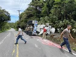 三芝水泥車翻覆 駕駛搶救後宣告不治