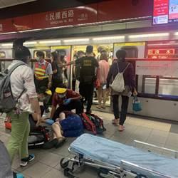 民權西路捷運站婦人倒地抽搐 意識不清送醫