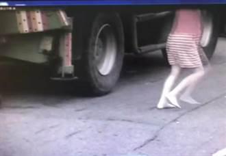 無證吊車追撞機車 孕婦騎士光腳丫喊救幼女