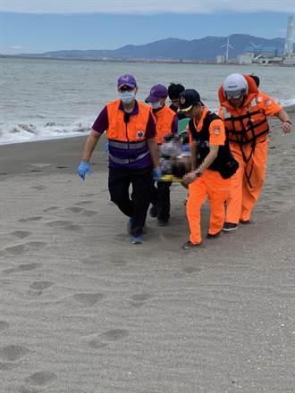 蘆竹風力發電廠釣客被浪捲走 上岸已無呼吸心跳