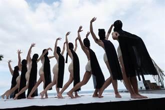 取材自排灣族傳說 天空舞集22日多良海景實際演舞