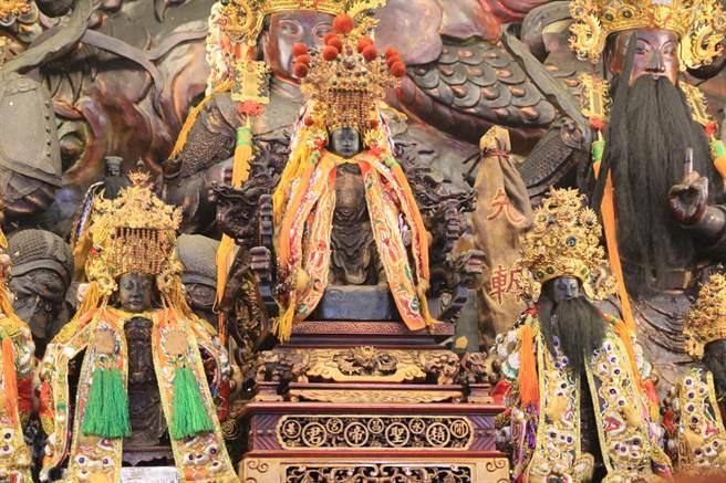 位於台南佳里的子龍廟「永昌宮」,是少數奉祀三國名將趙子龍的廟宇,香火鼎盛,已經有330年歷史。(莊曜聰攝)