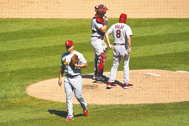 R.拉米瑞茲(左)大聯盟初登板連挨4轟,成了史上最慘的菜鳥投手。(美聯社)