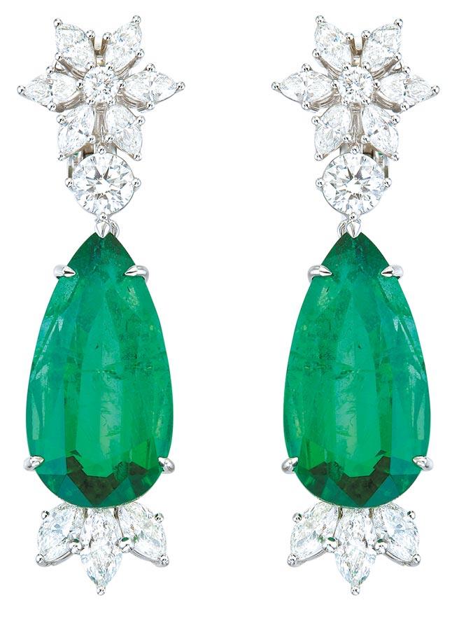 蕭邦祖母綠耳環,採用公平採礦18K白金,主石為11.66克拉和10.21克拉水滴形祖母綠,1714萬元。(CHOPARD提供)