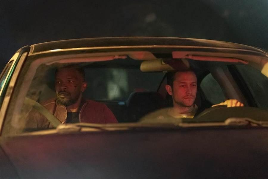 傑米福克斯與喬瑟夫高登李維攜手拍攝《超能計畫》。(Netflix提供)