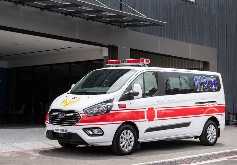 福特旅行家在客製化訂製的救護車設計上,可加裝經認證的全車LED爆閃式排燈提高辨識度,提醒其他用路人及早反應與禮讓路權