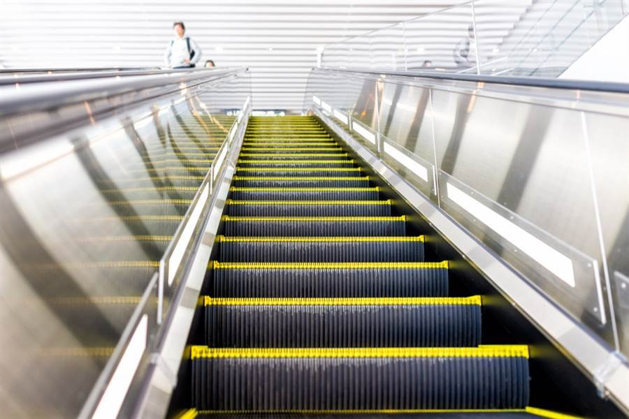 台大教授李茂生表示自己搭北捷手扶梯沒站左邊被嗆。(達志影像/shutterstock)