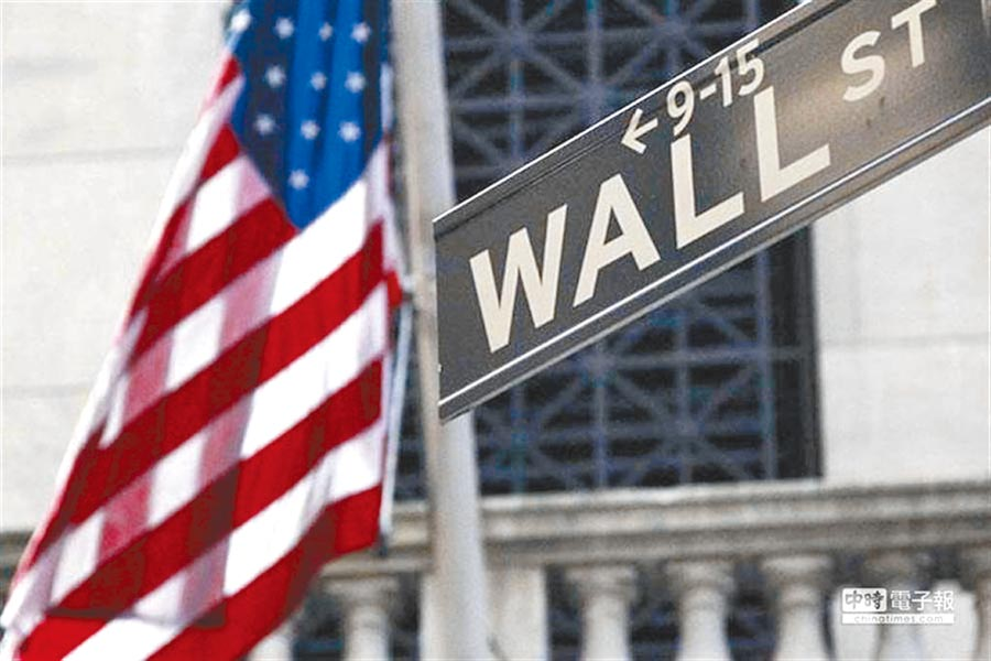 華爾街的投行及證商,開始要面對民主黨拜登可能贏得大選的可能性。(美聯社)