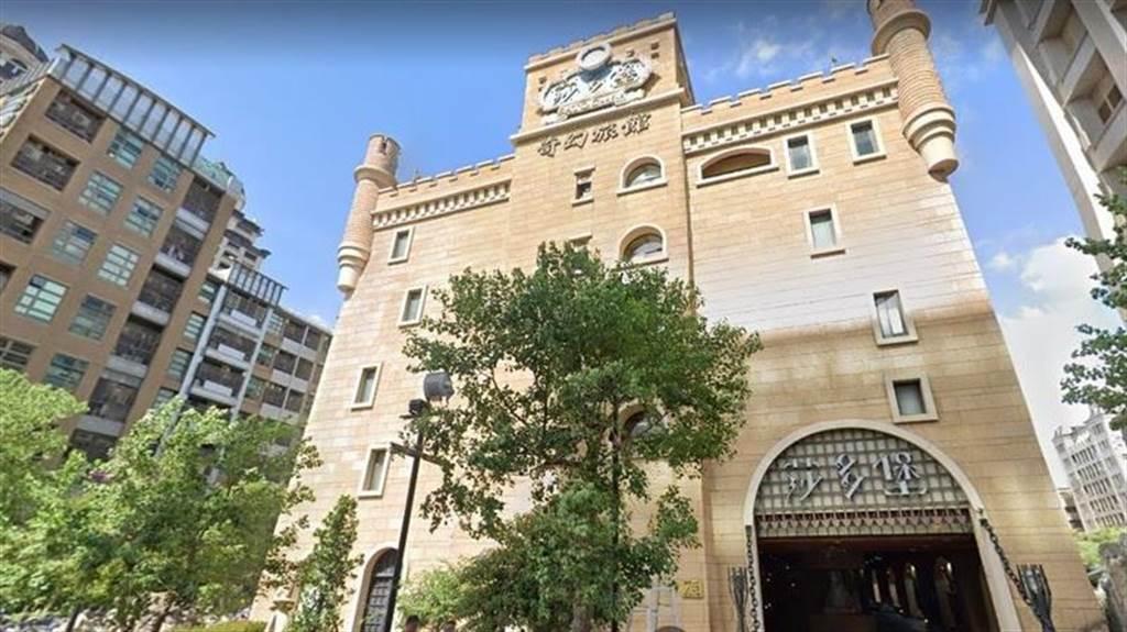 大直知名摩鐵莎多堡奇幻旅館地主是張永豐,數十億家產被妻子過戶到名下後,提告判敗訴,一毛錢也拿不回來。(圖/翻攝google map)