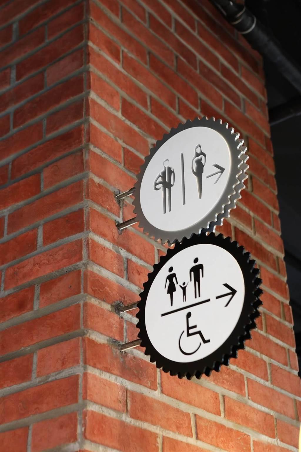 全館指標系統以大量齒輪狀,呈現轉動及往前行的意涵。