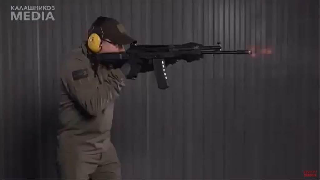 AK最新式的AK-19步槍。(圖/youtube)