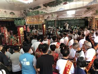 吉時到!基隆老大公廟開龕門 上百名信眾湧進祈福