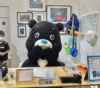 超人氣「熊讚」辦公室開張 熊粉擠爆搶拿簽名照