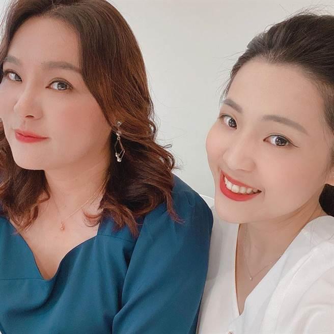 國民黨立委陳玉珍(左)一改過去強悍形象,女人味十足。(圖/摘自徐巧芯臉書)