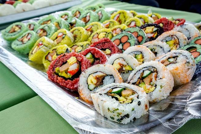 宜蘭米品質佳,適合作成捲壽司等美食。(李忠一攝)