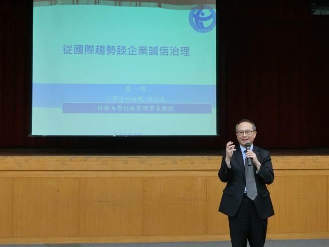 台灣透明組織執行長葉一璋帶來「從國際趨勢談企業誠信治理」專題講座。(市府提供/陳育賢新竹傳真)