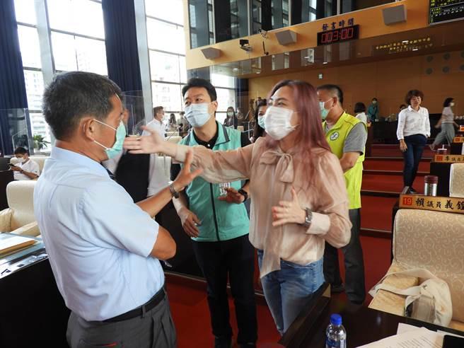 賴佳微要求羅廷瑋的助理應將錄影機撤離。(陳世宗攝)
