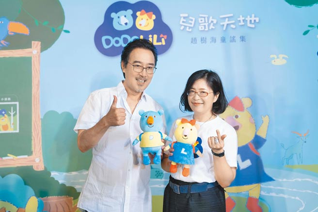 中化健康生技總經理陳小玲(右)與趙樹海(左),齊力打造身心靈互動平台與推廣華人兒歌。圖/業者提供