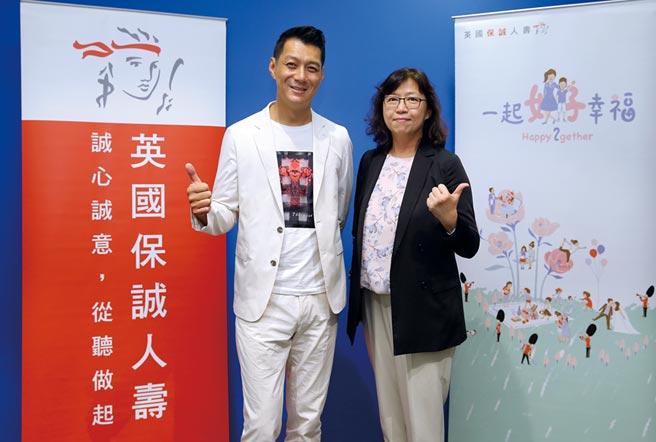 英國保誠人壽行銷長楊繼平(右)與主講人聶雲合影。圖/公司提供
