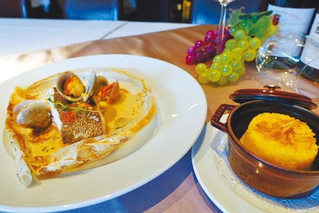 主菜「法式紙包比目魚」內有百里香蕈菇、白酒蛤蜊醬汁、番紅花烤飯。(黃采薇攝)