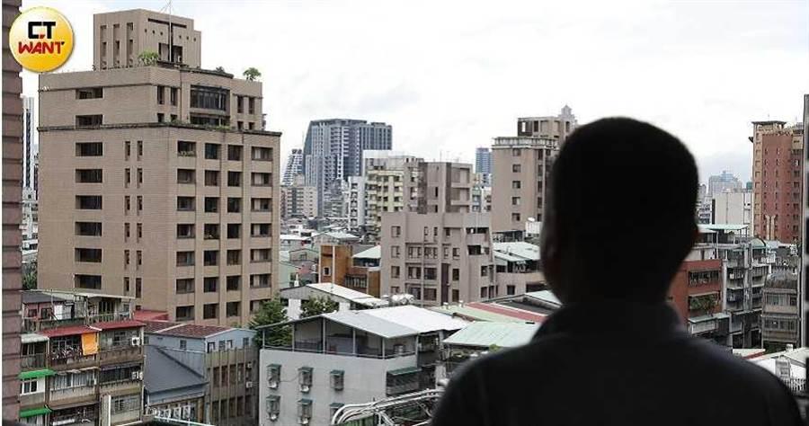 小中花3420萬元買的6間房,但遭建商從中搞鬼,一屋兩賣。(圖/李宗明攝)