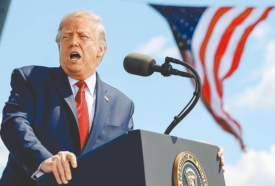在民主黨全代會登場的同一天,美國總統川普也舉行造勢活動,並特別強調他和上帝對話,表示新冠疫情是上帝的考驗,要他再創美國經濟奇蹟。(路透)