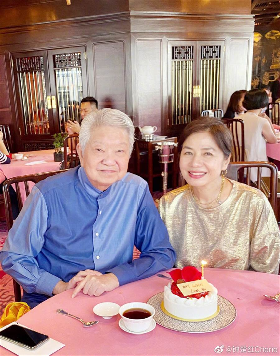锺楚红60岁仍拥冻龄美貌。(图/翻摄自微博)