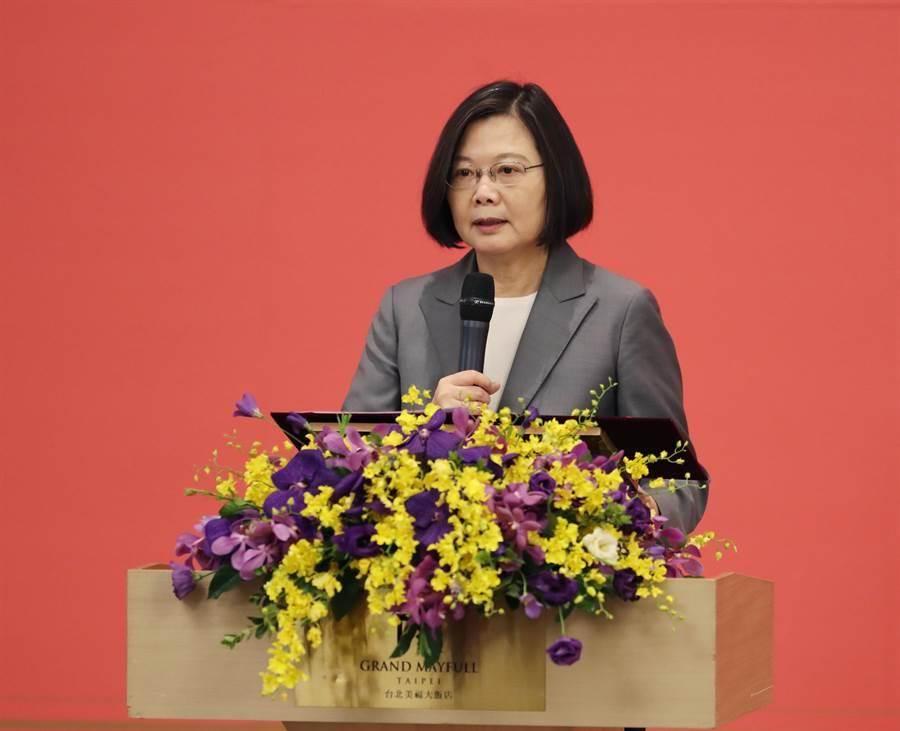 蔡英文總統(見圖)19日出席三三會8月份例會演說。(陳怡誠攝)