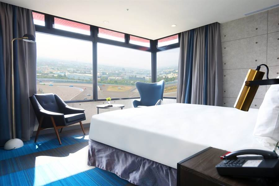 T12套房,在客房內就能直接盡覽G2賽道活動實況。