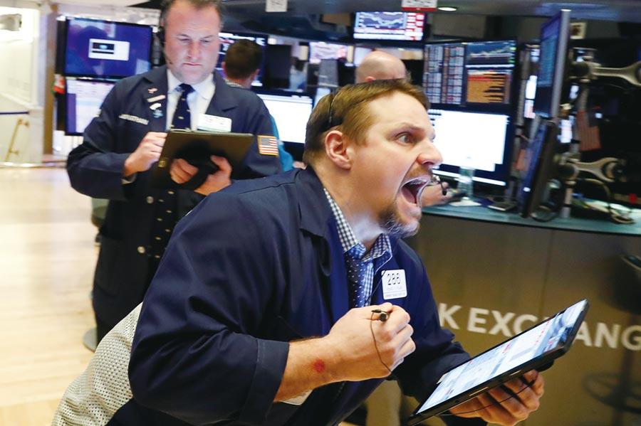 美股在兩大零售商財報報喜加持下,開盤走高,帶動那指小漲,標普500盤中飆出新高點。圖/路透