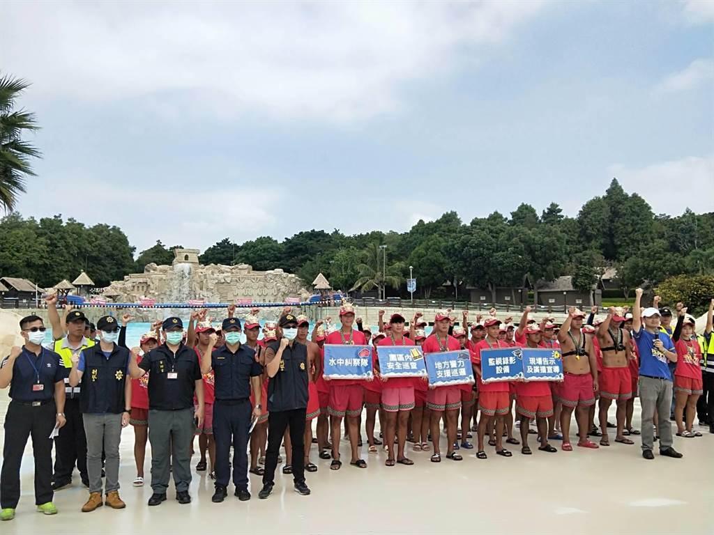 馬拉灣20日宣布成立國內第一支「水中糾察隊」,約200名人員輪番在大海嘯和設施周邊巡查。(陳淑娥攝)