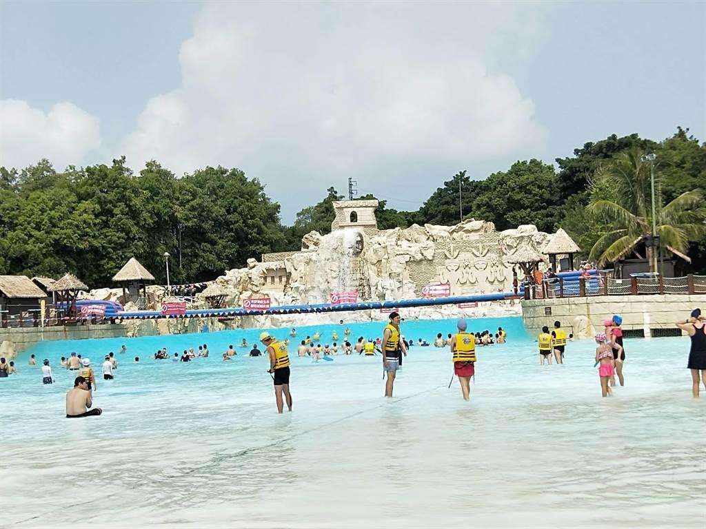 麗寶樂園預估馬拉灣將引爆暑假最後一波人潮。(陳淑娥攝)