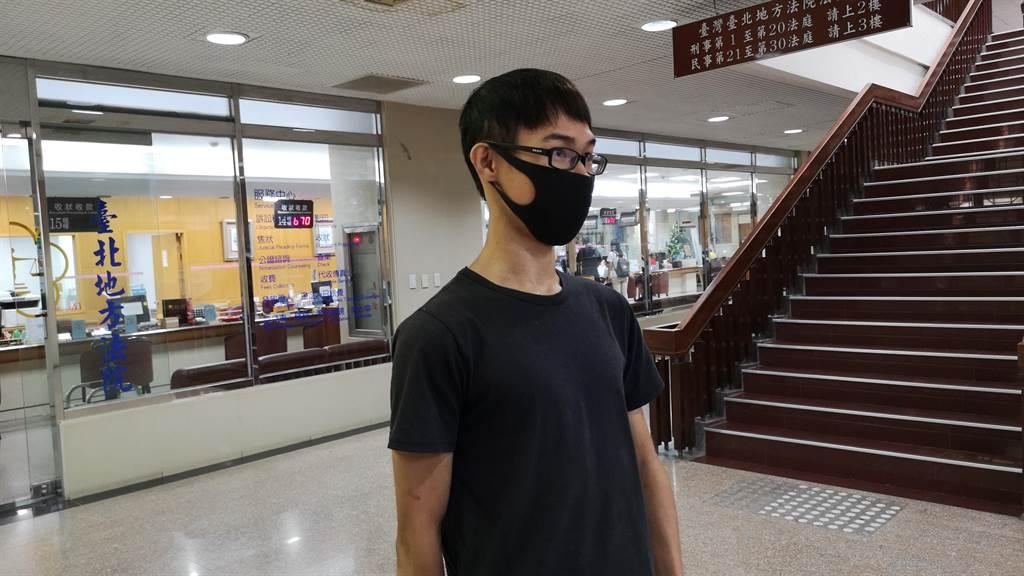 鄧佳華庭後受訪表示,賠償金80萬元太高,必須分期付款。(黃捷攝)