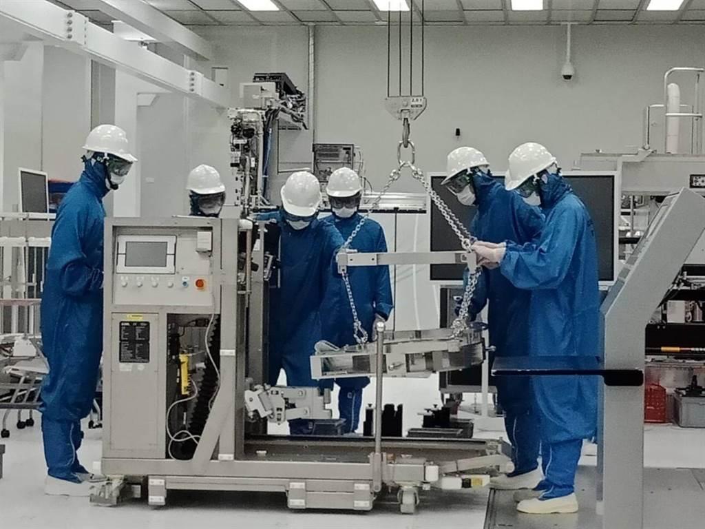 半導體設備商艾司摩爾(ASML)斥資1350萬歐元,於台南科學園區成立EUV(極紫外光)全球技術培訓中心,20日舉行開幕儀式。(台南市經發局提供/劉秀芬台南傳真)