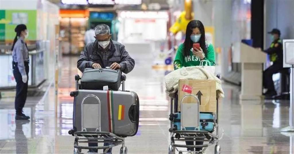 民眾從國外返台,須進行居家檢疫。此圖非當事人。(資料照)