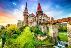 歐洲古堡階梯 「順時針」 千年揭密藏巧思