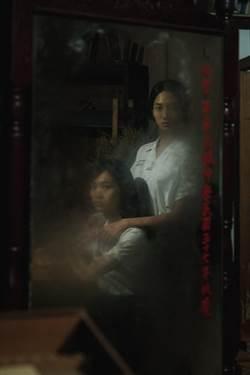 《返校》斗大紅字「方學姊歸來」 網嗨翻:鬼門校門一起開