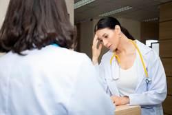 大媽瘋狂跳針指名要院長看診 護理師嘆:心好累