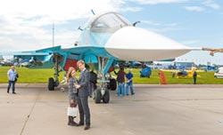 雙座版殲-20 仿效俄製蘇-34