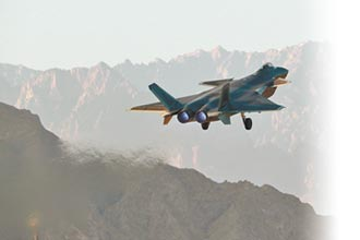 中印邊境緊張 殲-20赴新疆輪值