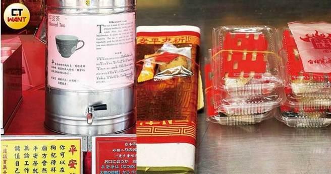 祭拜月下老人的供品除了紙錢,還要準備喜糖,廟方回收喜糖後會製成平安茶,供其他信徒飲用。(圖/王永泰攝)