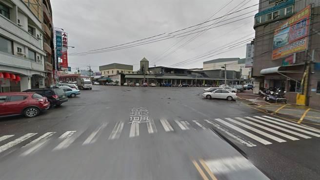 警方表示,初步了解林姓駕駛無酒駕情形,當時他福德路往北直行,不明原因失控打滑,直接撞上路口的超市。(翻攝Google地圖/吳建輝彰化傳真)