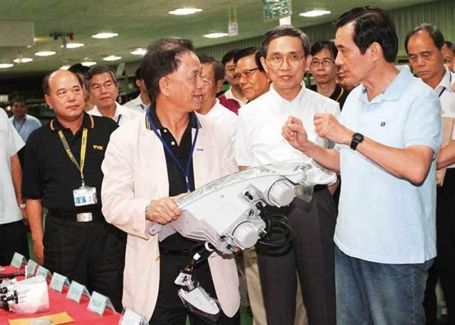汽车零件产业为台湾经济命脉之一,马英九在位时曾前往参观相关车厂。(图/报系资料照)